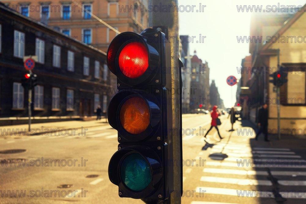 همان طور که مشخص است چراغ ترافیکی سولار در چهارراه ها، معابر، گذرگاه ها، بزرگراه ها و... برای اعلام خطر یا جهت رعایت حق تقدم مورد استفاده قرار می گیرد.