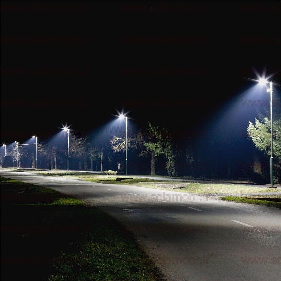 امروزه لامپ های ال ای دی خیابانی جایگزین مدل های قدیمی متال هالید و بخار سدیم شده است. سبک بودن و مستحکم بودن بدنه لامپ ال ای دی خیابانی، علاوه بر زیبایی و حمل و نقل راحت؛ باعث مقاومت در برابر تنش های مکانیکی و باد و باران می شود.